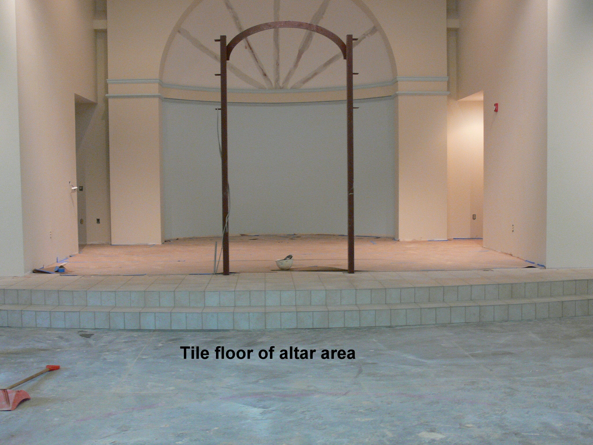 4-tile-floor-in-altar